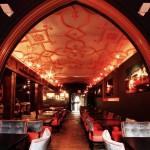 Le CinQ: Step into a Glamorous Parisian Bistro