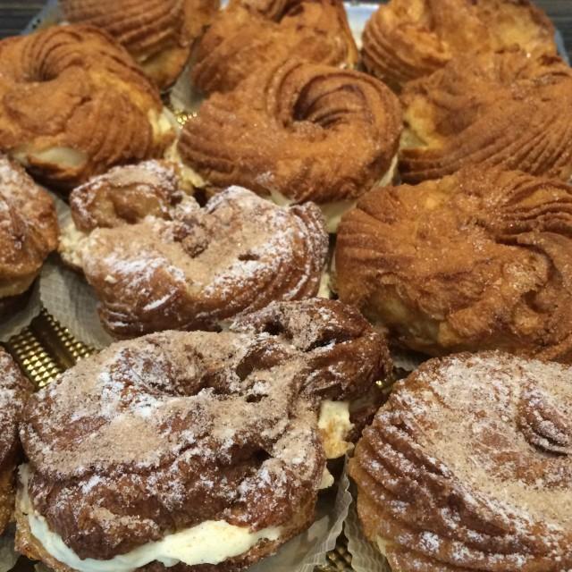 Dolci Piu Montreal bakery zeppole