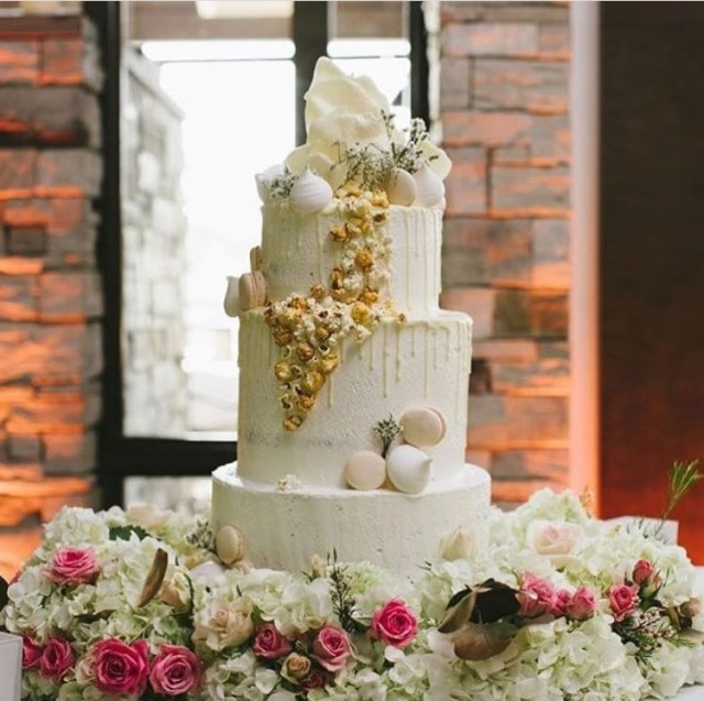 delices lafrenaie montreal ouest wedding cake