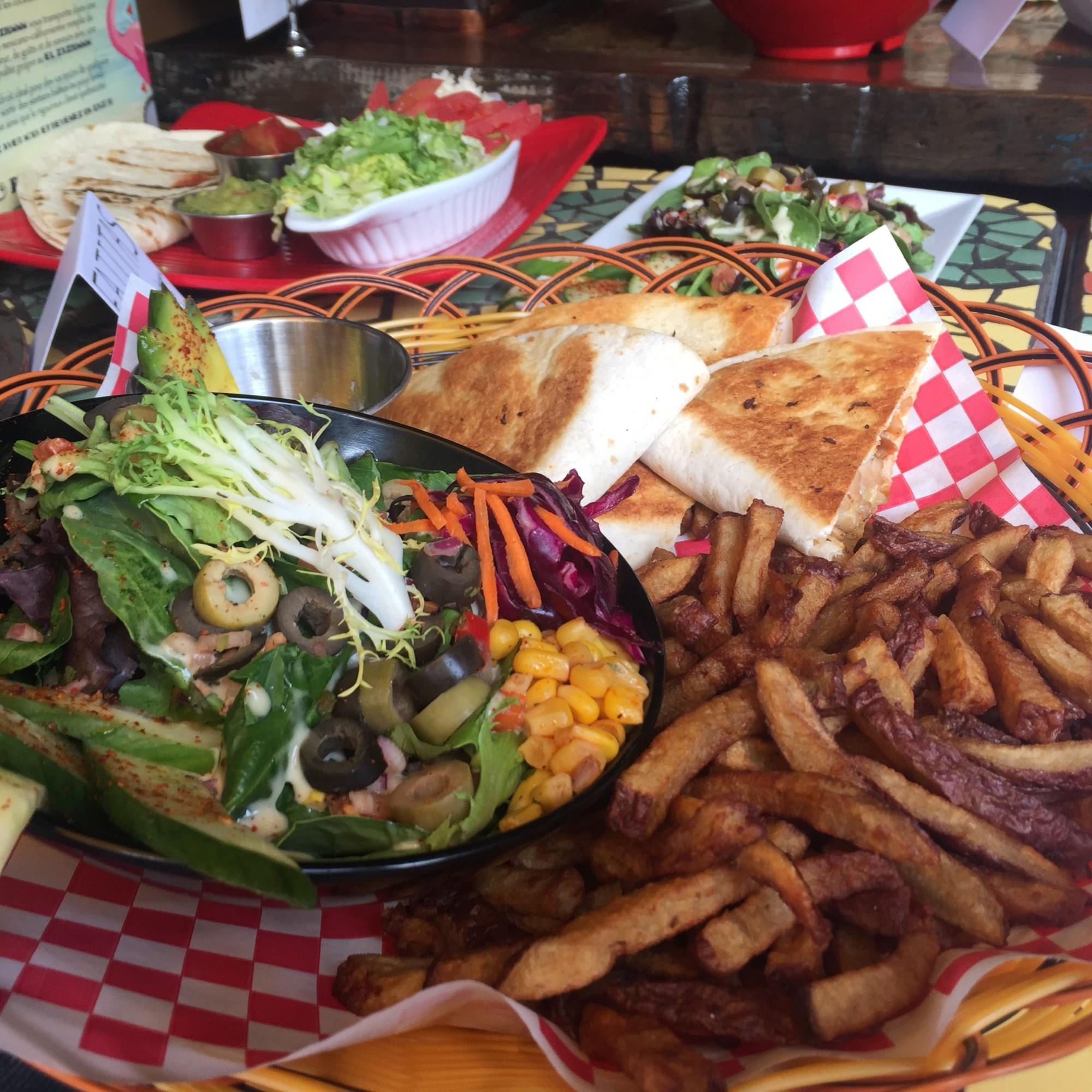 el zaziummm mexican texmex restaurant montreal 5