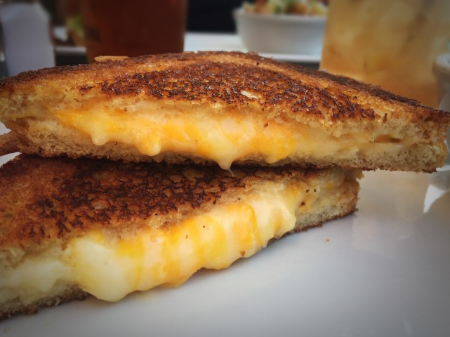 Grilled cheese guide [LGros Luxe] NV montreal