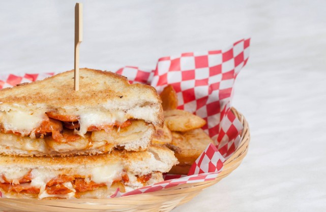 Grilled cheese guide loeufrier facebook page montreal
