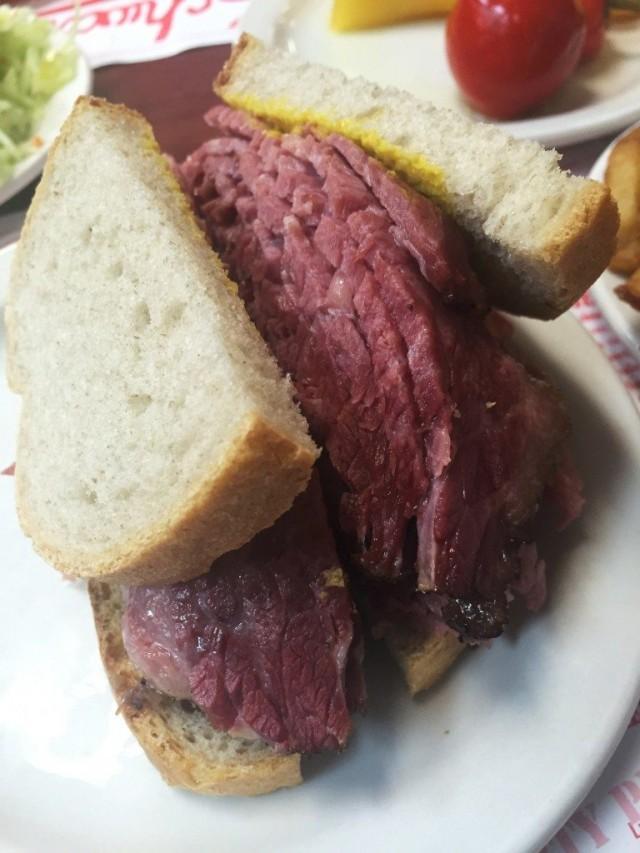 Schwartzs-Deli-Montreal-Restaurant-Smoked-Meat-768x1024