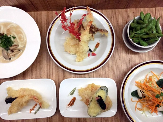 Le blossom bar izakaya montreal village japanese pub 3