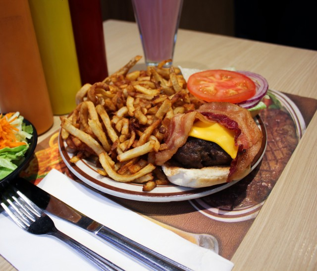 mister steer burger montreal restaurant