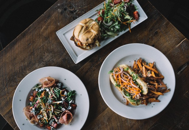 mile public house laval bar montreal restaurant 7