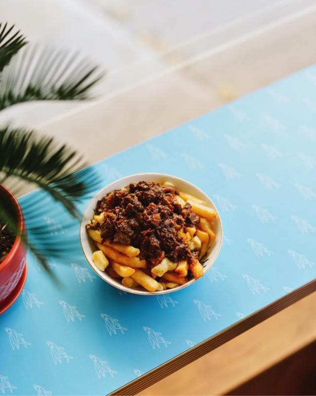 Lloydies Caribbean Restaurant Crescent poutine